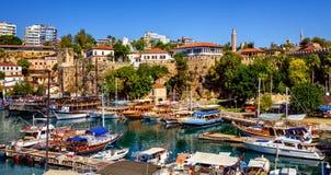 O porto velho da cidade histórica de Antalya, Turquia foto de stock royalty free