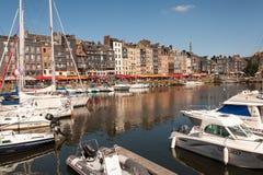O porto velho em Honfleur, Normandy França imagens de stock royalty free