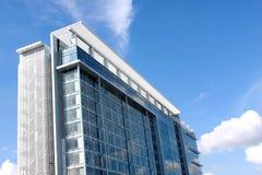O prédio de escritórios novo Foto de Stock