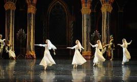 O príncipe branco do vestido- do laço do russo ato-bailado O Lago das Cisnes do mitzvah- da barra do terceiro fotografia de stock royalty free