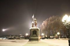 O príncipe Vladimir e Saint Fyodor do monumento, cidade de Vladimir, Rússia imagens de stock