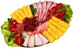 O prato com presunto cortado, queijo, salami rola. imagem de stock