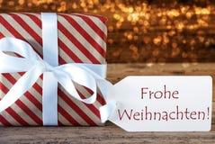 O presente atmosférico com etiqueta, Frohe Weihnachten significa o Feliz Natal Fotos de Stock