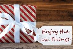 O presente com etiqueta, citações aprecia as coisas pequenas fotografia de stock royalty free