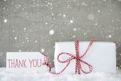 O presente, fundo com flocos de neve, texto do cimento agradece-lhe Foto de Stock Royalty Free