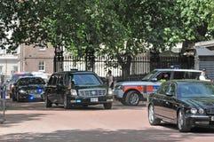 O presidente Obama chega no Buckingham Palace Imagens de Stock Royalty Free