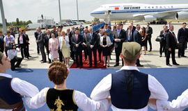 O presidente plano de Xi Jinping chinês aterrou no aeroporto de Nikola Tesla International de Belgrado Fotos de Stock Royalty Free