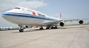 O presidente plano de Xi Jinping chinês aterrou no aeroporto de Nikola Tesla International de Belgrado Imagem de Stock