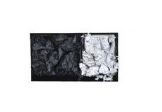 O preto e a prata dispersaram nas sombras da caixa isoladas no branco Imagem de Stock Royalty Free