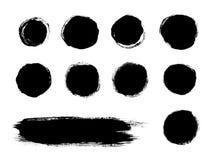 O preto pintou formas do curso da escova isoladas em um fundo branco Imagens de Stock