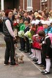 O primeiro atendimento 1º de setembro, dia do conhecimento na escola do russo Dia do conhecimento Primeiro dia da escola Fotografia de Stock