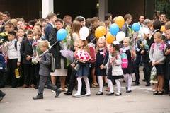 O primeiro atendimento 1º de setembro, dia do conhecimento na escola do russo Dia do conhecimento Primeiro dia da escola Foto de Stock Royalty Free