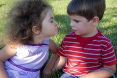 O primeiro beijo Foto de Stock Royalty Free