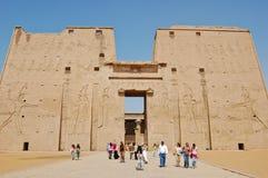 O primeiro pilão no templo de Edfu, Egipto fotos de stock royalty free
