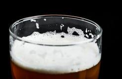 O primeiro sorvo da cerveja Foto de Stock