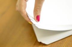 O processo de girar o papel branco do escritório Imagem de Stock Royalty Free