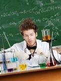 O professor louco limpa seus espetáculos Imagens de Stock