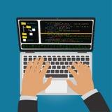 O programador desenvolve um código do programa no ambiente de desenvolvimento integrado editor Imagem de Stock