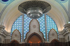 O projeto interior bonito da mesquita de Wilayah Fotografia de Stock Royalty Free