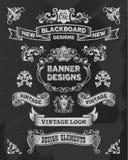 O projeto tirado mão da bandeira e da fita ajustou-se em um preto Imagens de Stock
