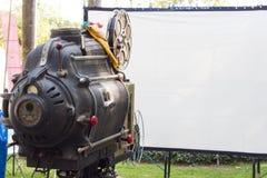 O projetor de filme giratório análogo velho do filme imagem de stock