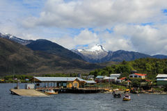 O Puerto isolado Eden em Wellington Islands, fiords do Chile do sul fotos de stock royalty free