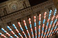 O pulso de disparo está sobre luzes de Natal em Turin Fotos de Stock