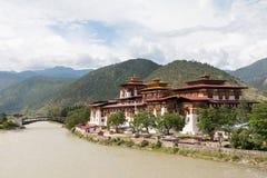 O Punakha Dzong, o centro administrativo do dzongkhag de Punakha em Punakha, Butão imagem de stock