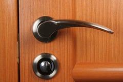 O punho de porta e o fechamento fotografia de stock