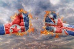 O punho dois com a bandeira da Coreia do Norte e da Grâ Bretanha enfrentou Fotos de Stock Royalty Free