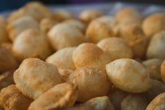 O puri de Pani, igualmente conhecido como o golgappa e o puchka é um petisco famoso FO foto de stock royalty free