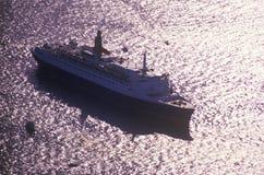 O QE2 navega no porto de New York para a celebração centenária da estátua da liberdade 4 de julho de 1986 Fotos de Stock