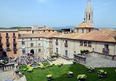 O quadrado da catedral de Girona durante o festival anual da flor Imagens de Stock