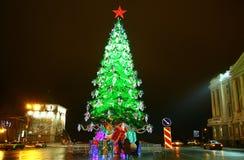 O quadrado de Minin decorou árvores de Natal claras com estrela vermelha Imagem de Stock Royalty Free