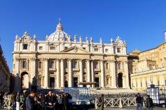 O quadrado de St Peter, a basílica Foto de Stock