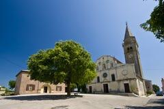 O quadrado e do `s de St.Michael igreja em Zminj Foto de Stock Royalty Free