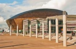 O quadrado na frente do centro do milênio de Wales Fotos de Stock