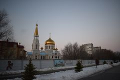 O quadrado principal da cidade de Volzhsky foto de stock