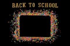 O quadro da beira de colorido polvilha em um fundo preto com o co fotografia de stock
