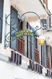 O quadro indicador da farmácia na construção denominada velha Foto de Stock Royalty Free