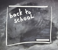 O quadro-negro da escola ou da universidade com giz tênue Imagem de Stock Royalty Free