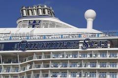 O quantum das caraíbas real o mais novo do navio de cruzeiros dos mares entrou no cabo Liberty Cruise Port antes da viagem inaugu Imagens de Stock Royalty Free