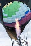 O queimador de gás infla um balão de ar quente Fotografia de Stock
