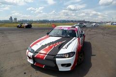 o Raça-carro com Stepanyan piloto está pouco de lado Fotos de Stock Royalty Free