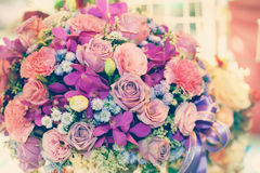 O ramalhete arranjado da flor para decora com efeito da cor Fotos de Stock