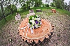 O ramalhete da noiva das rosas brancas, azuis Imagem de Stock Royalty Free