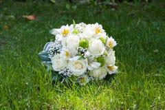 O ramalhete do casamento de aumentou, frésia e eustoma Imagem de Stock Royalty Free