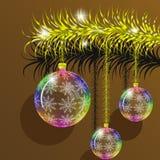 O ramo dourado da árvore de abeto com Natal transparente brinca Fotografia de Stock Royalty Free