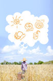 O rapaz pequeno ao lado valize com bolha do pensamento dentro Fotografia de Stock Royalty Free