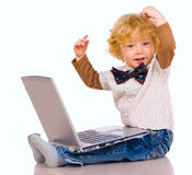 O rapaz pequeno e o caderno Imagens de Stock Royalty Free